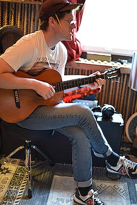 image for This Indie Folk Song Has Roots in Ashland and Paris (FFO Ray LaMontagne). - Krister Axel: Weightless Heart
