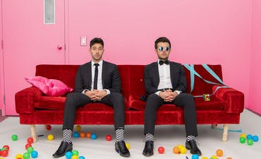 featured image for Ebullient Dance Pop from Toronto. - Crash Adams: Ooh! (Music Video)