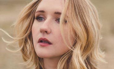 featured image for Passionate Soul Pop from Ireland. - Lilla Vargen: Cold (Music Video)