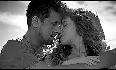 image for Sultry International Pop from Warsaw and Mumbai. - Natalia Lesz & Sonu Nigam: Fire in the Sky (Music Video)